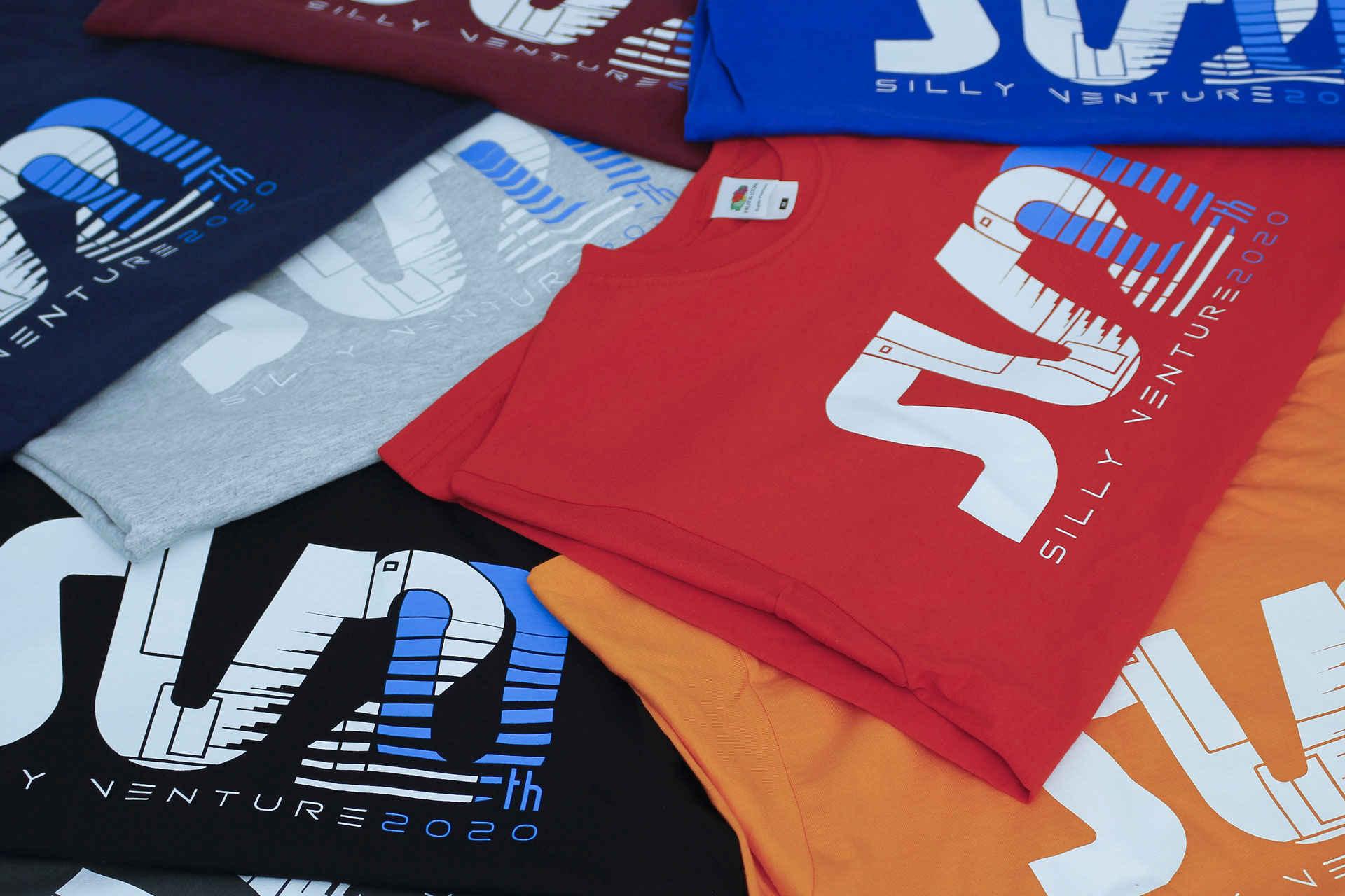 http://www.sillyventure.eu/images/news2020-2021/shirts3.jpg