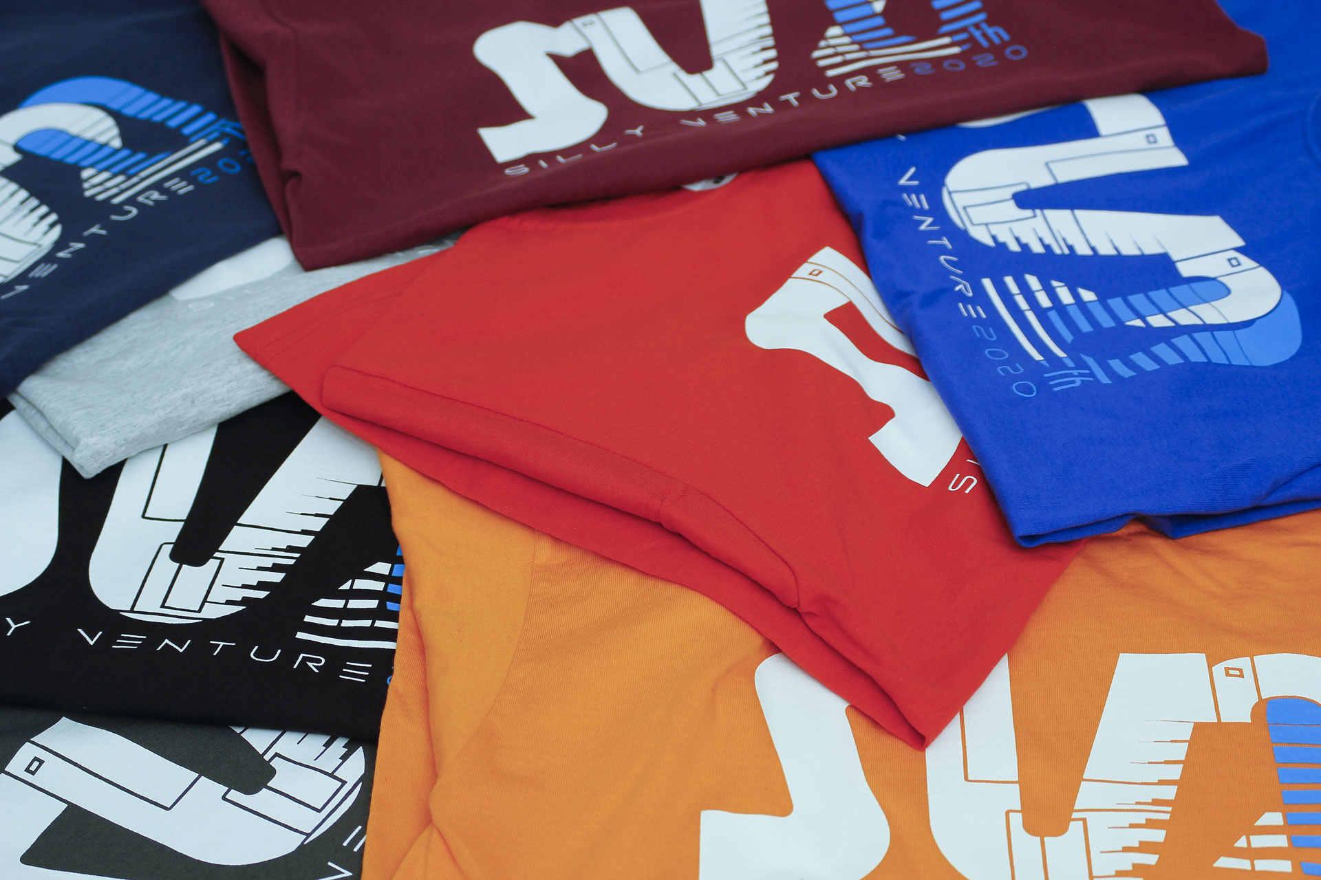 http://www.sillyventure.eu/images/news2020-2021/shirts4.jpg
