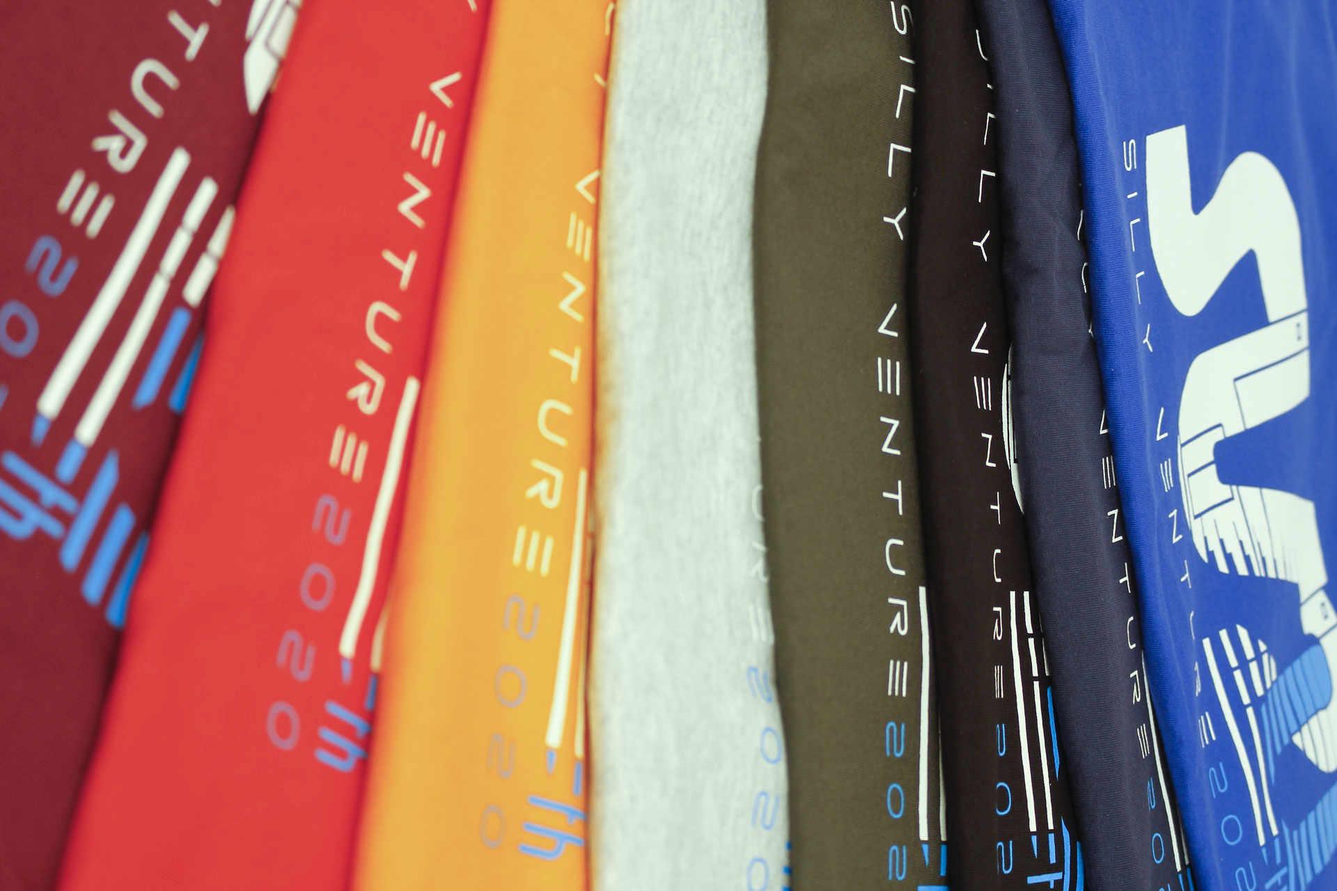 http://www.sillyventure.eu/images/news2020-2021/shirts5.jpg