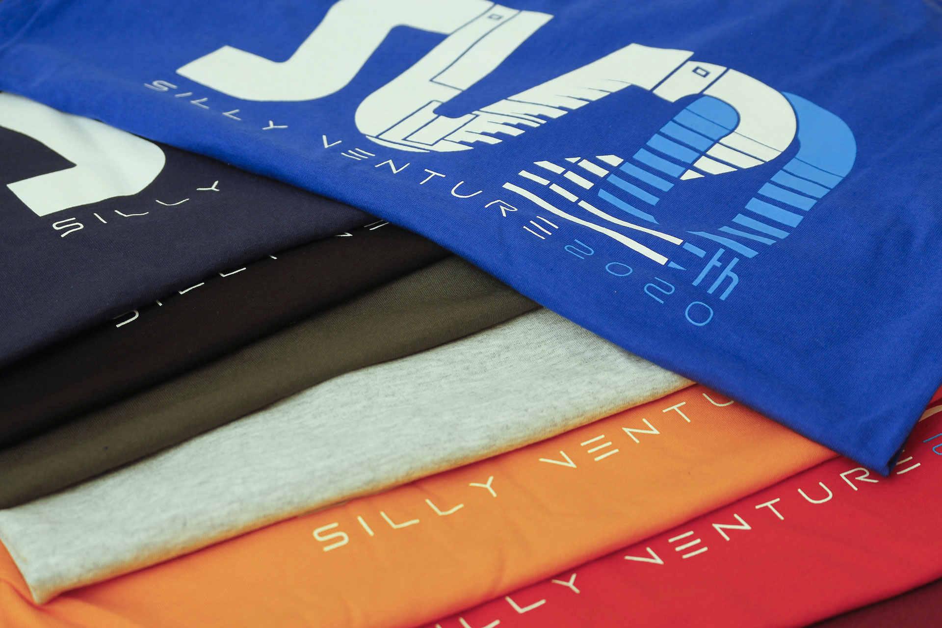 http://www.sillyventure.eu/images/news2020-2021/shirts6.jpg